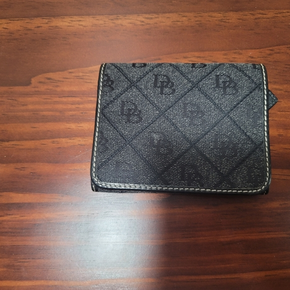 dooney and bourke signature wallet